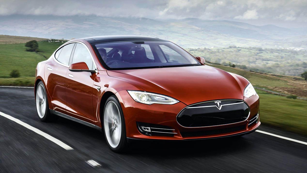 Crece el interés por los coches híbridos y eléctricos debido a las restricciones de tráfico