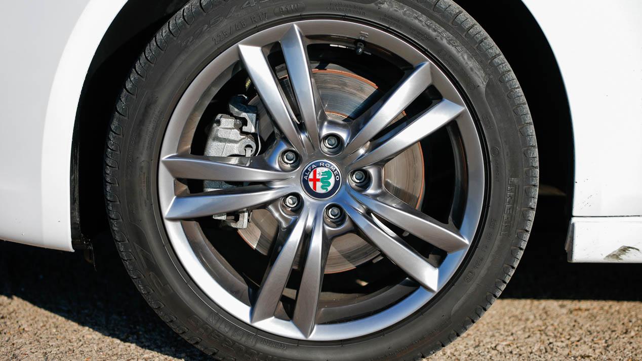 Alfa Romeo Giulietta y Seat León, dos rápidos Diesel enfrentados