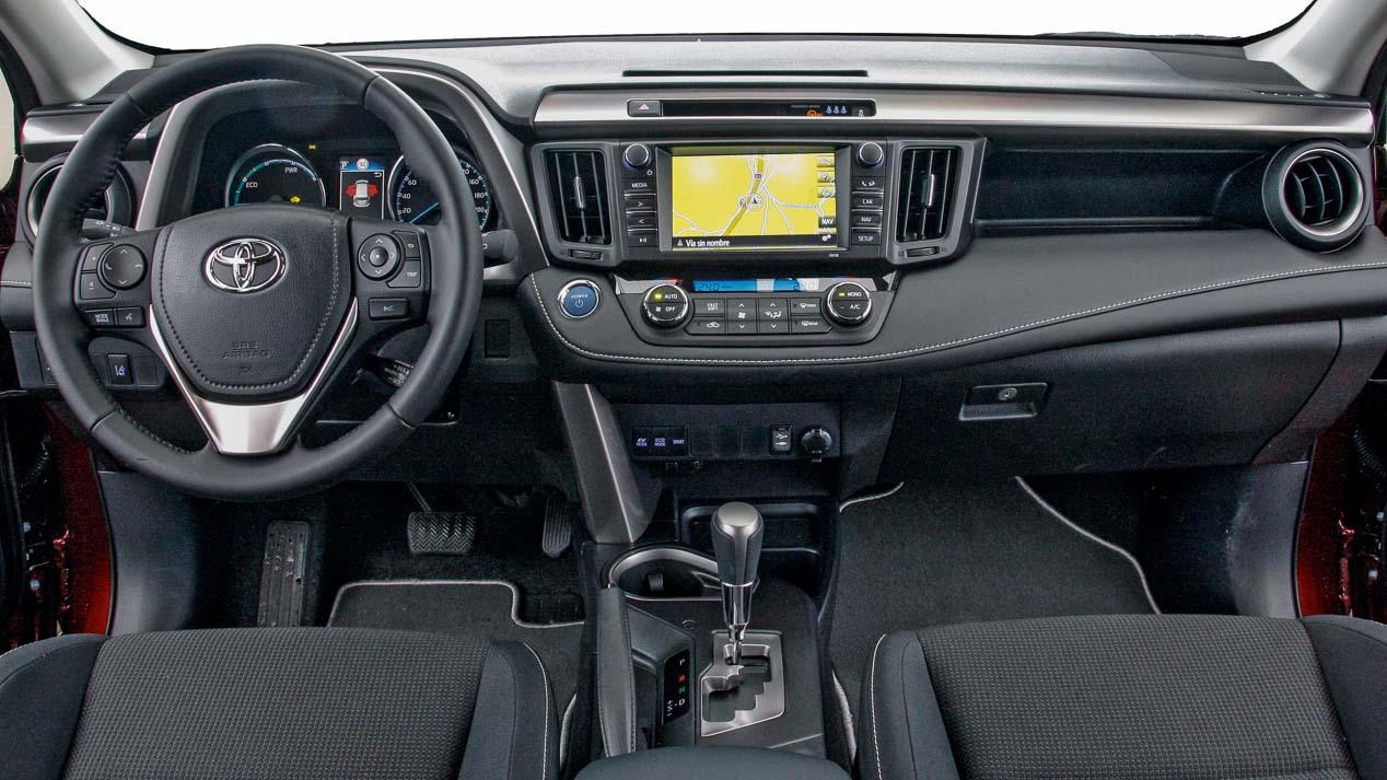 Ford Kuga 2.0 TDCi/180 vs Toyota RAV4 Hybrid, ¿cuál es mejor?