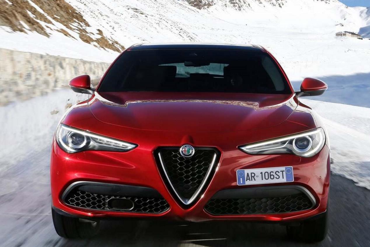 Alfa Romeo Stelvio vs Alfa Romeo Kamal Concept