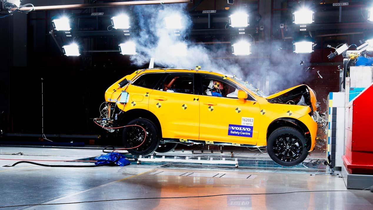 Volvo XC60, el SUV sueco se hace más grande, seguro y habitable e incluye una variante híbrida enchufable