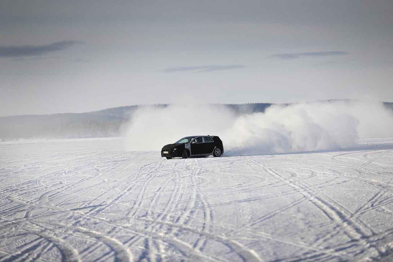 Hyundai i30 N: el i30 más deportivo surcando los hielos árticos