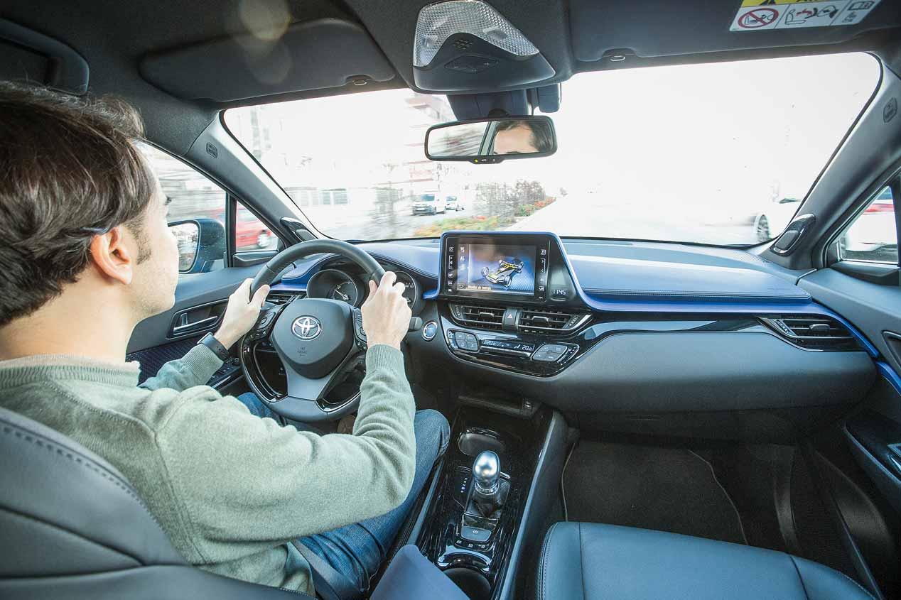 Duelo a mediciones: Peugeot 3008 1.2 PureTech vs Toyota C-HR Hybrid