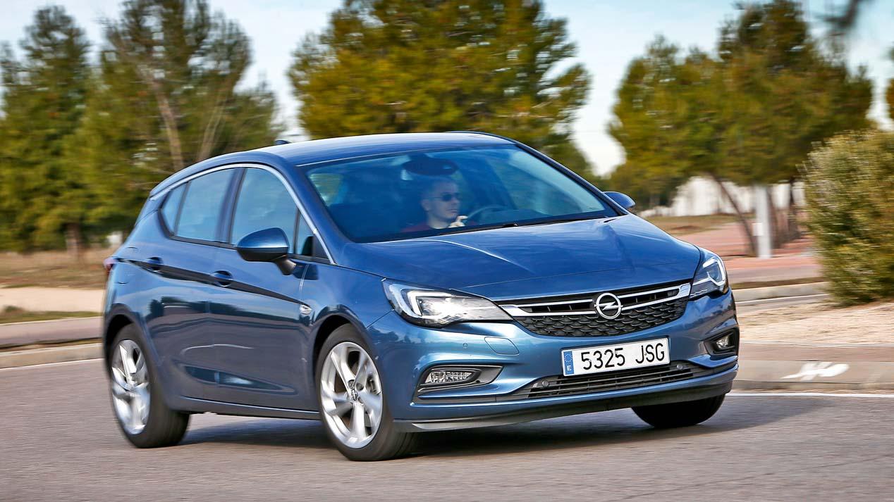 Seat León Diesel, Opel Astra Diesel y Toyota Auris híbrido, en fotos