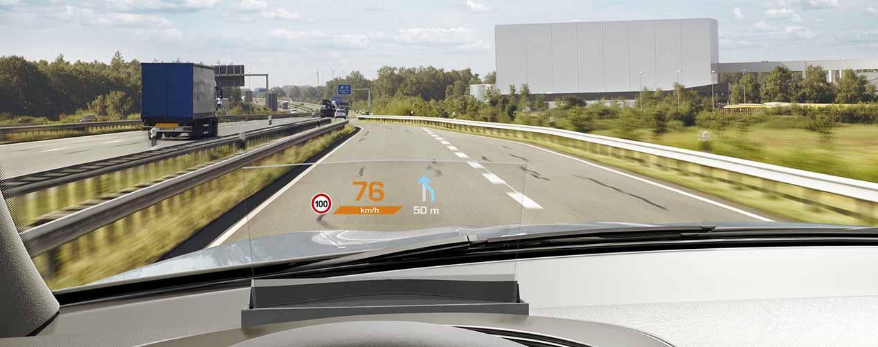 Proyección de información en parabrisas con realidad aumentada