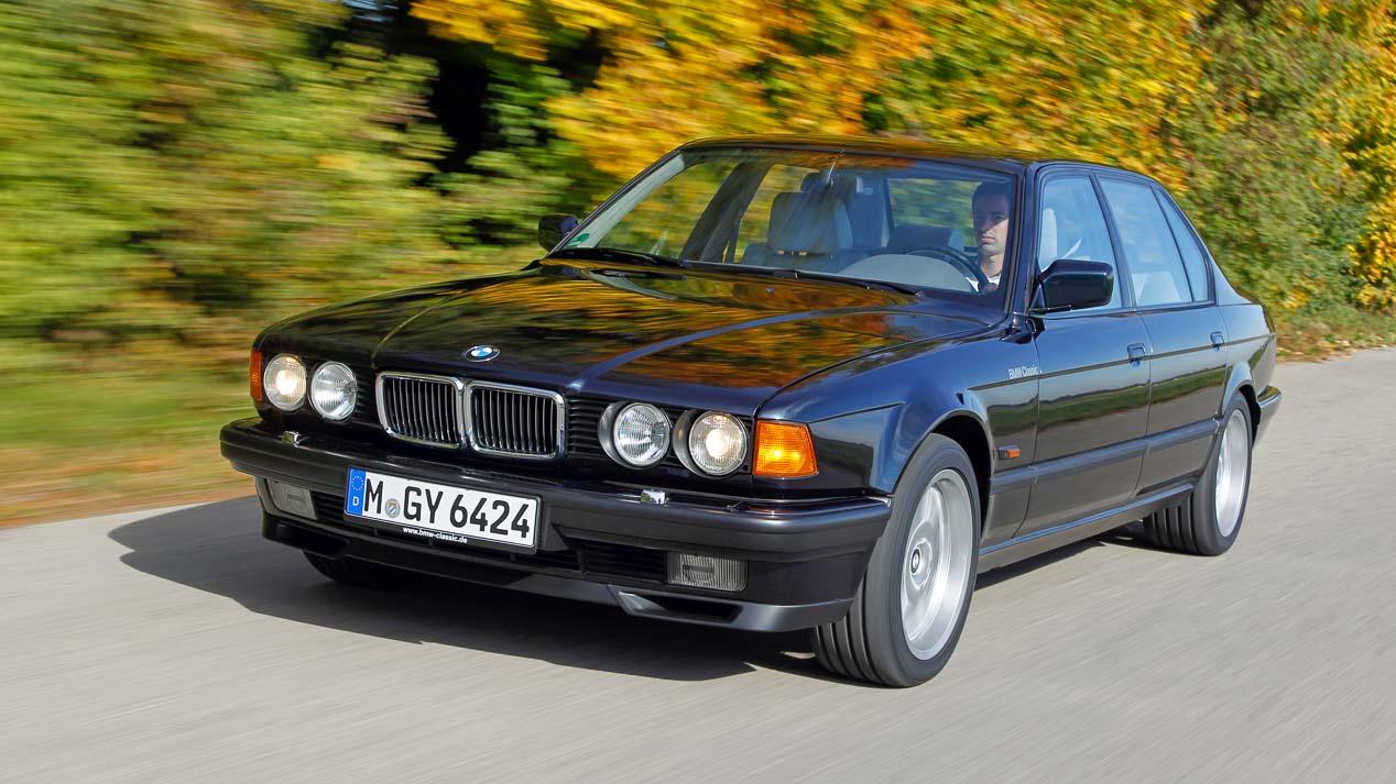 El icónico motor V12 de gasolina de BMW cumple 30 años.