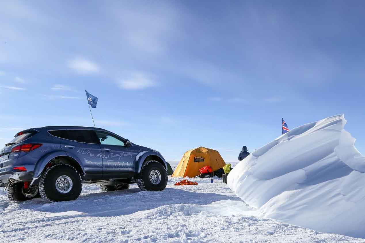 El coche que cruzó los hielos de la Antártida