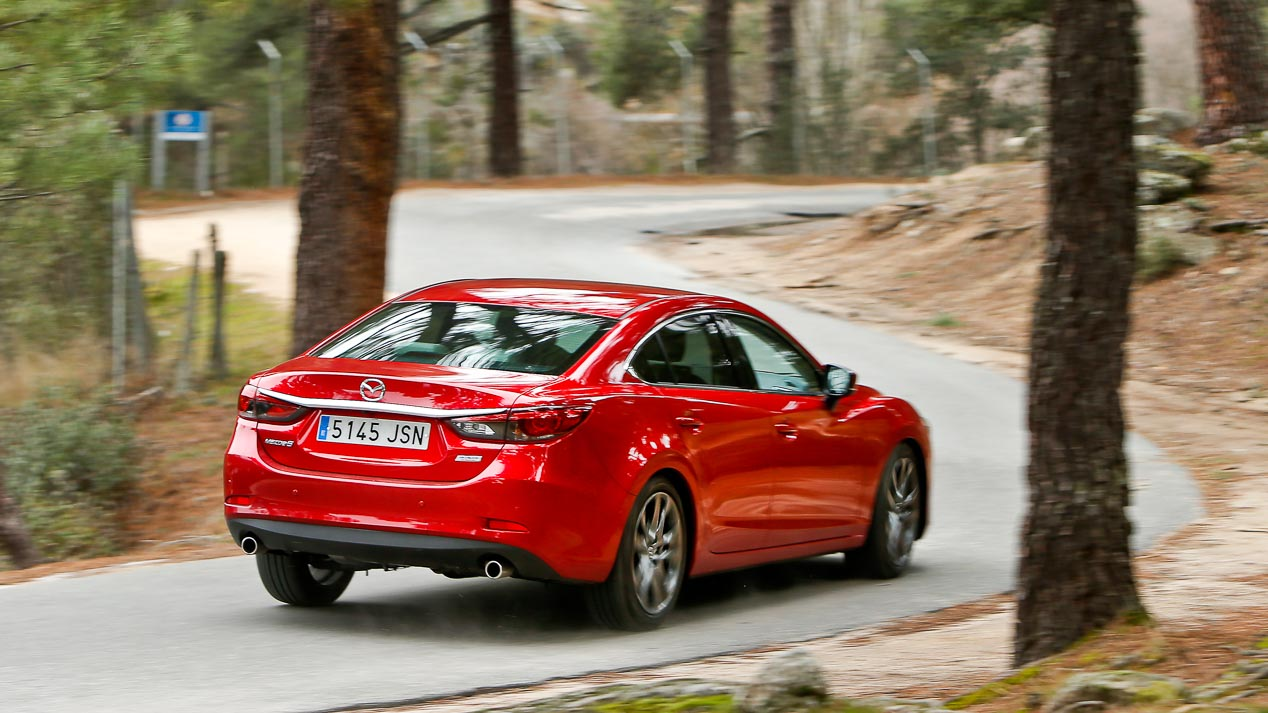 Comparativa: Mazda 6 2.5 Skyactiv-G vs Skoda Superb 1.8 TSI