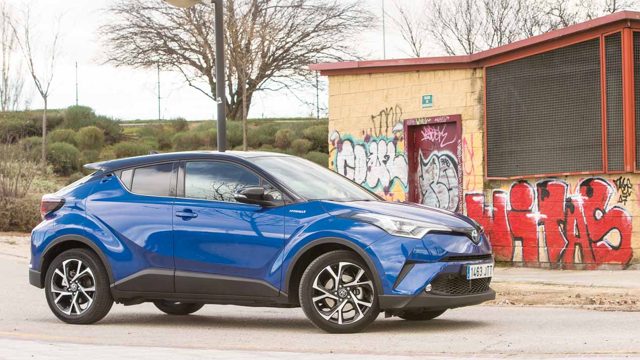 Comparativa: Mercedes GLA 200d vs Toyota C-HR