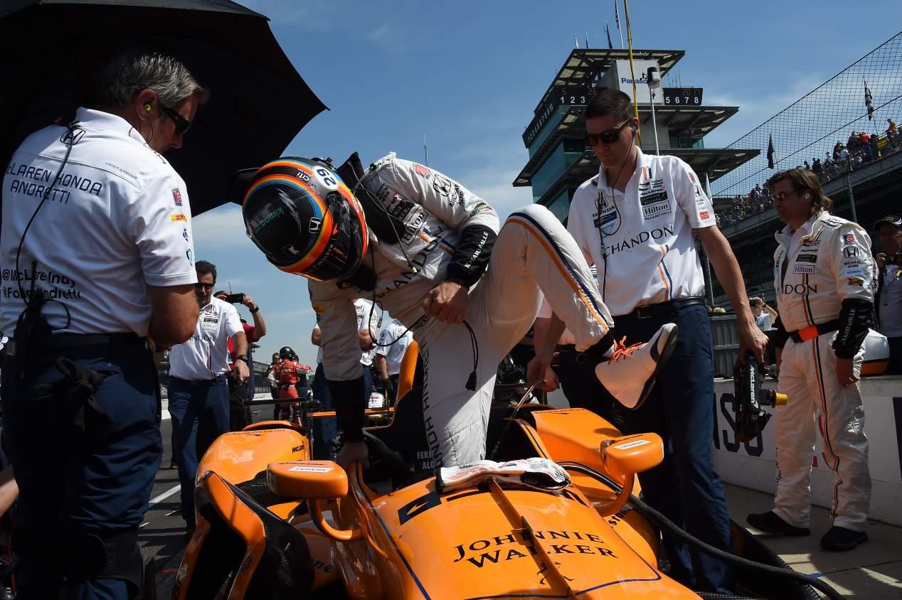 500 Millas de Indianápolis: ganó Sato, Alonso rompió motor y Serviá tuvo un accidente