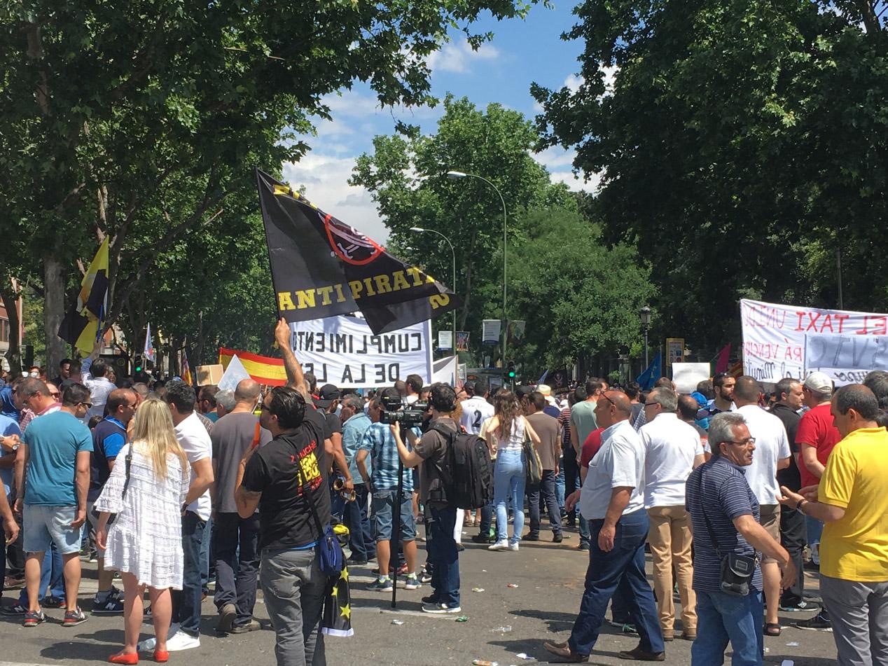 Así fue la manifestación de taxistas en Madrid el 30 de mayo