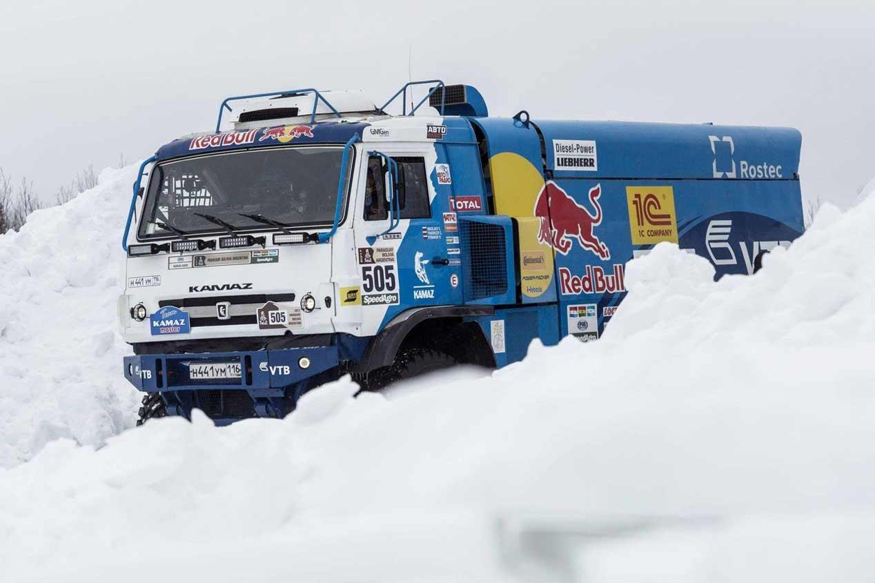 Kamaz consigue un salto de 37 metros sobre la nieve