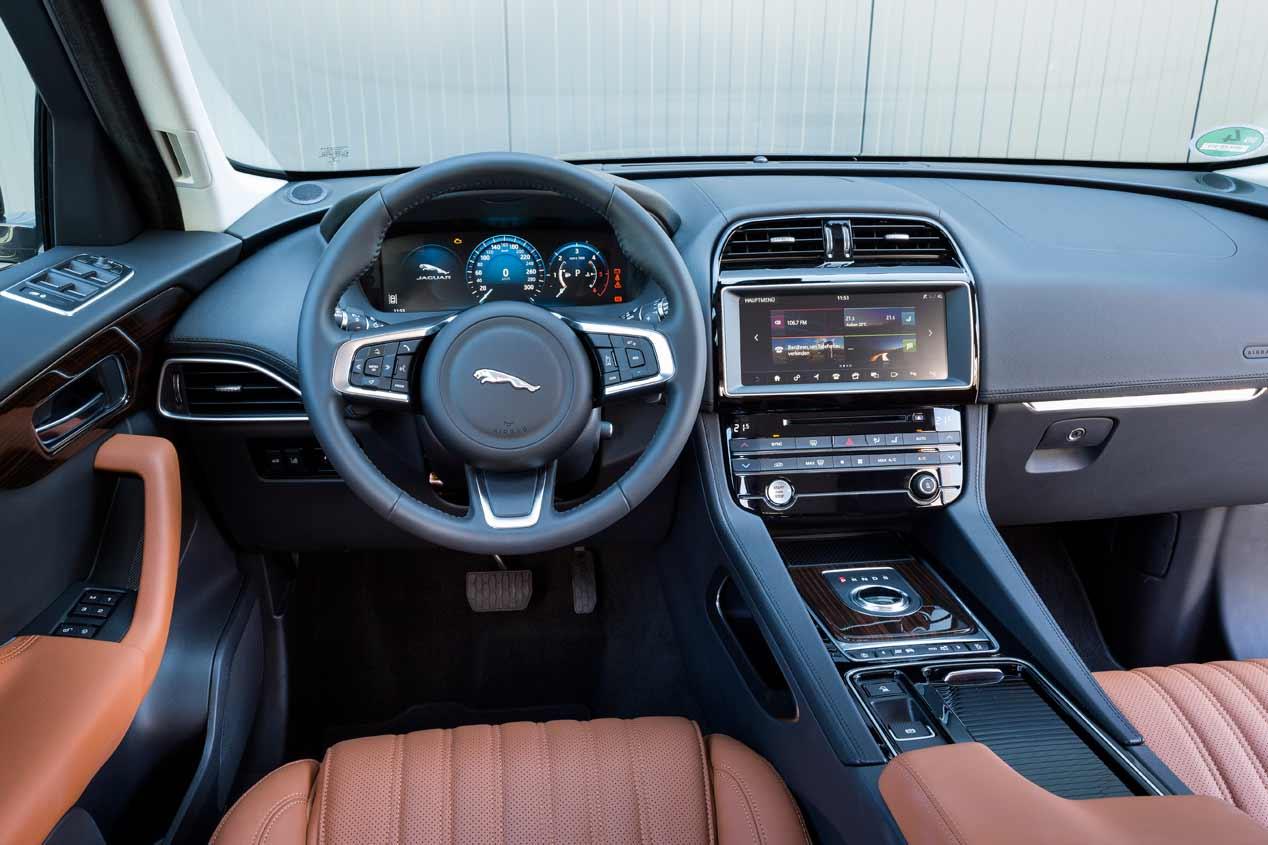 Jaguar F Pace Interior >> Jaguar F-Pace 2018: más potencia y menos consumo para el ...