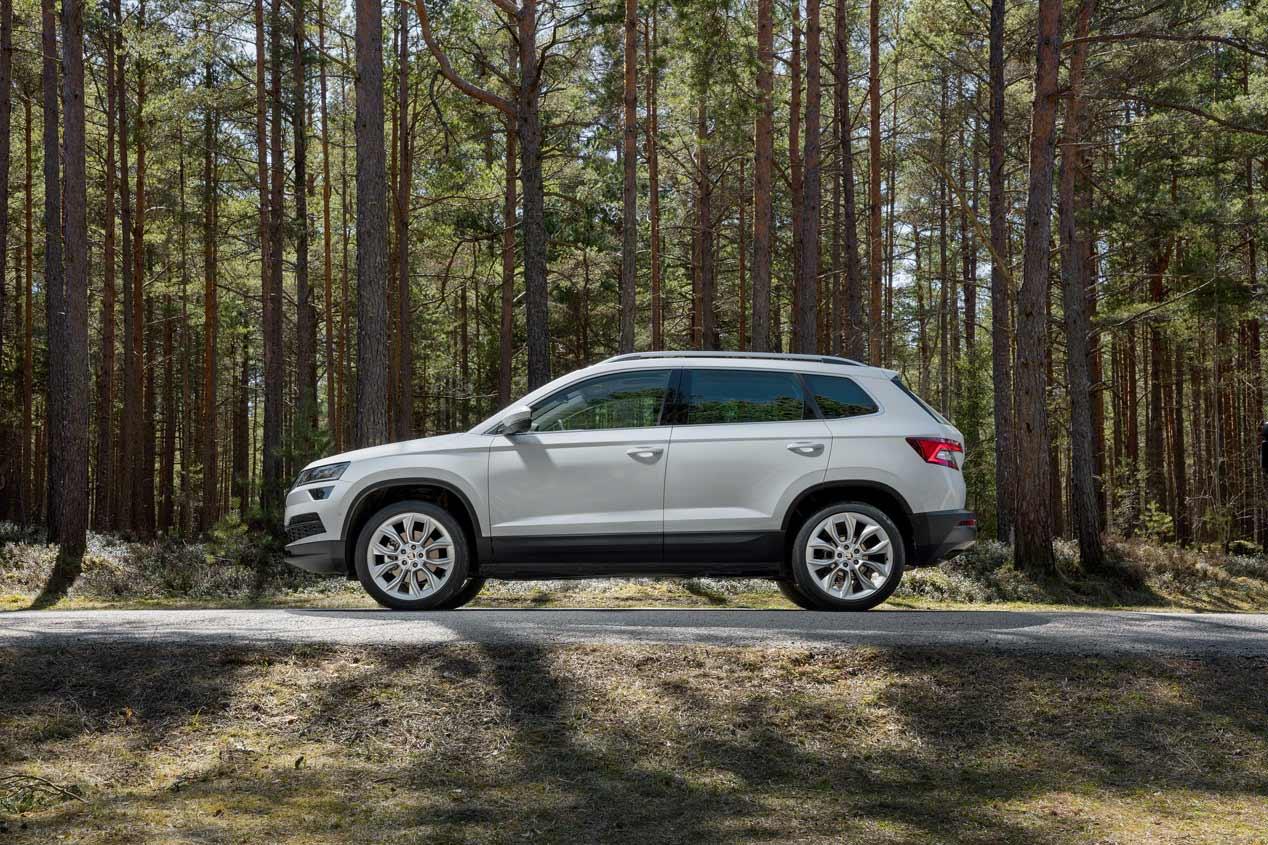 El Skoda Karoq y el VW T-Roc, en imágenes