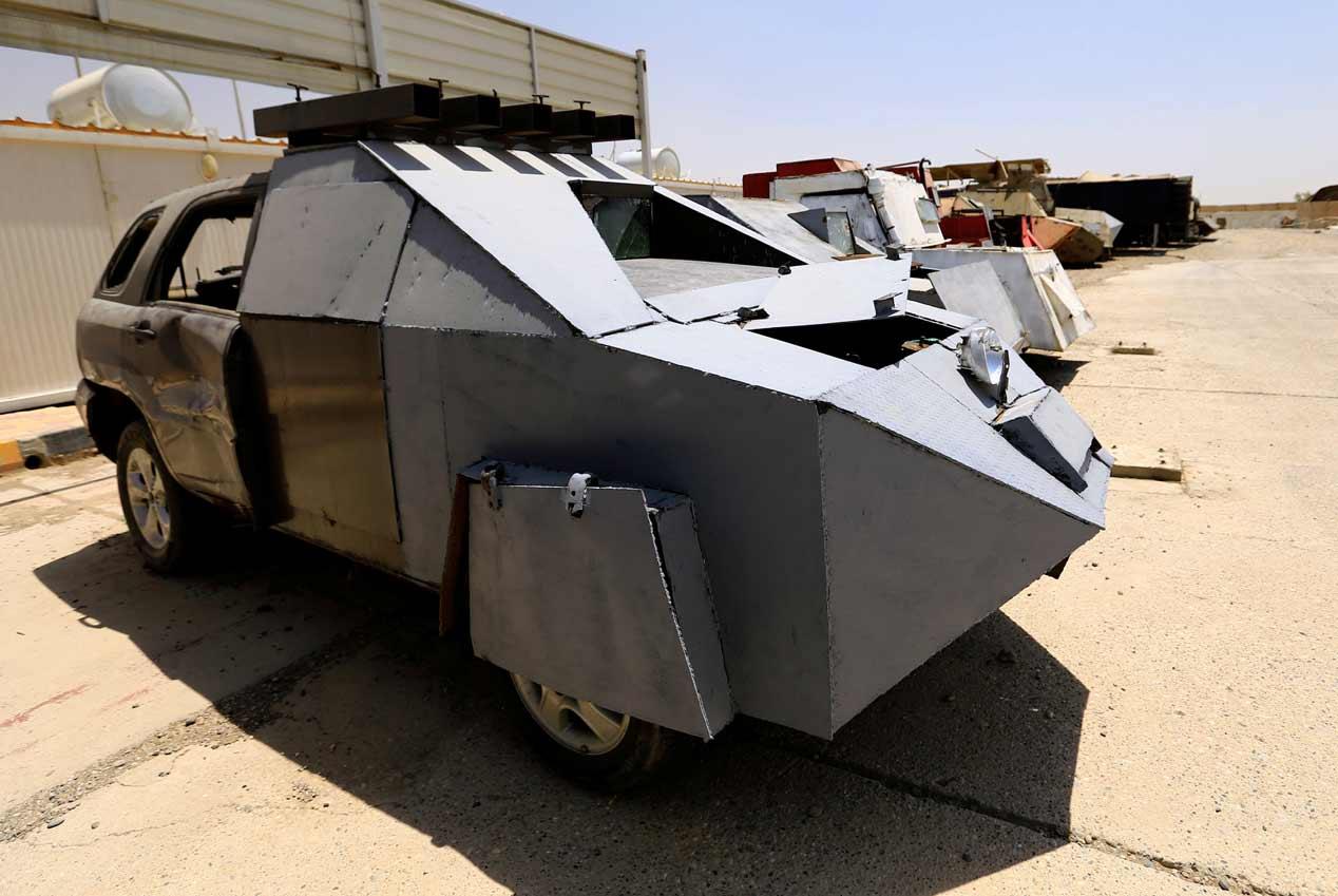 Así convierte el Estado Islámico coches de calle en tanques