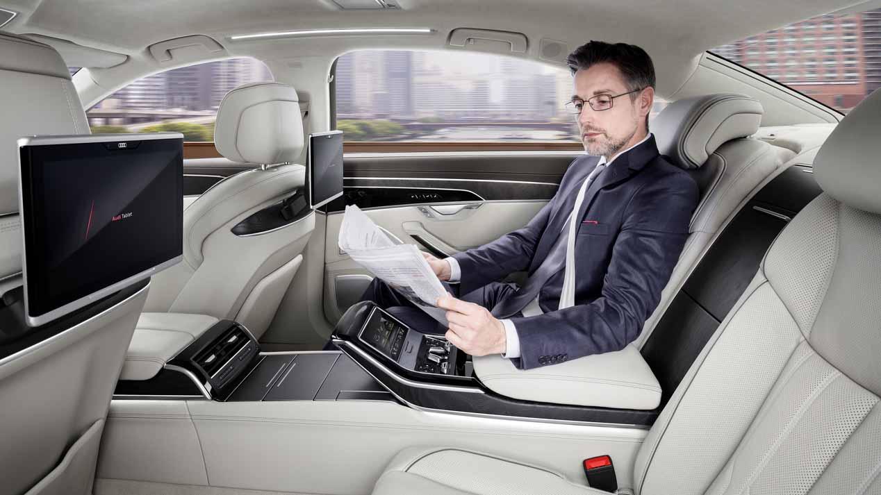 La historia del chófer, la suspensión del Audi A8 y un cubo de agua