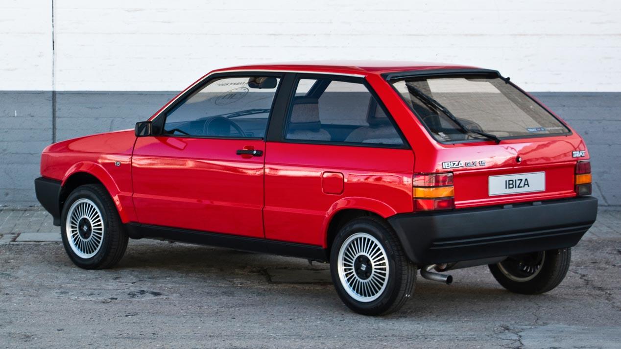 Coches míticos: así era el Seat Ibiza I, el coche oficial de Barcelona'92