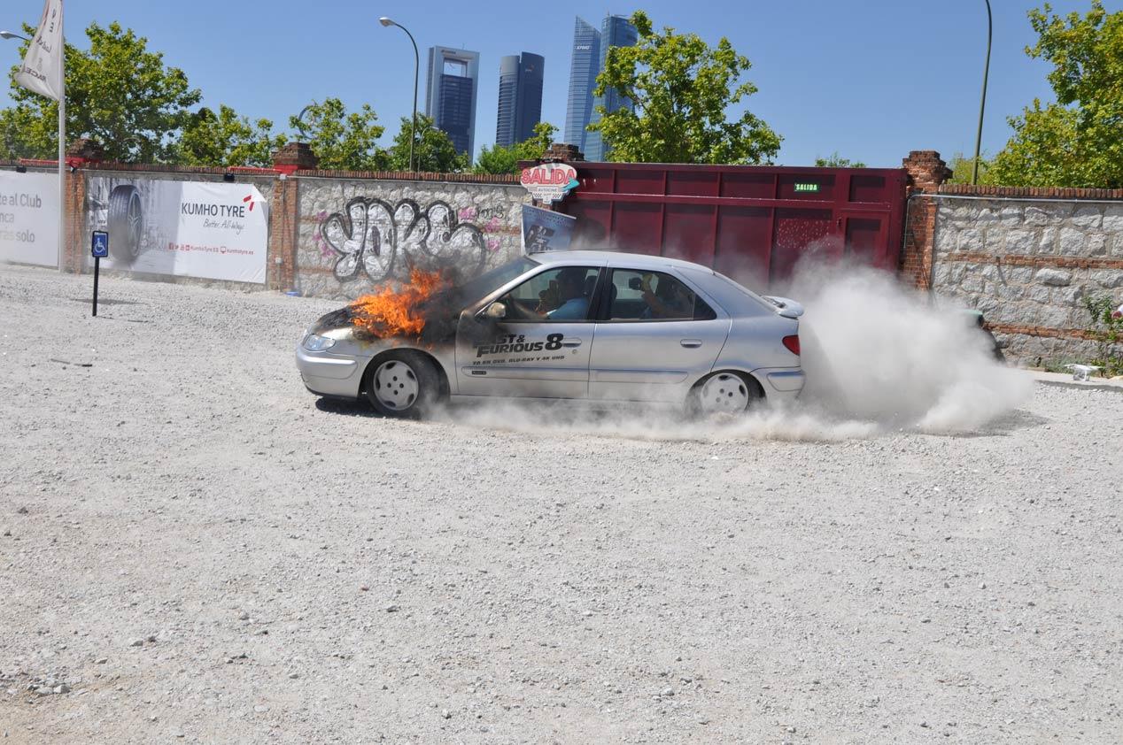 Así recrean una escena de Fast & Furious 8 con un coche ardiendo