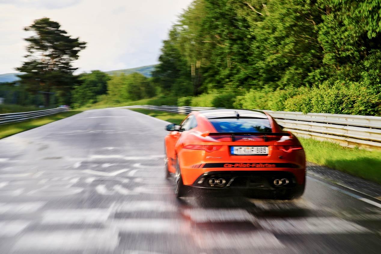 El Jaguar F-Type SVR crea obras de arte con sus escapes