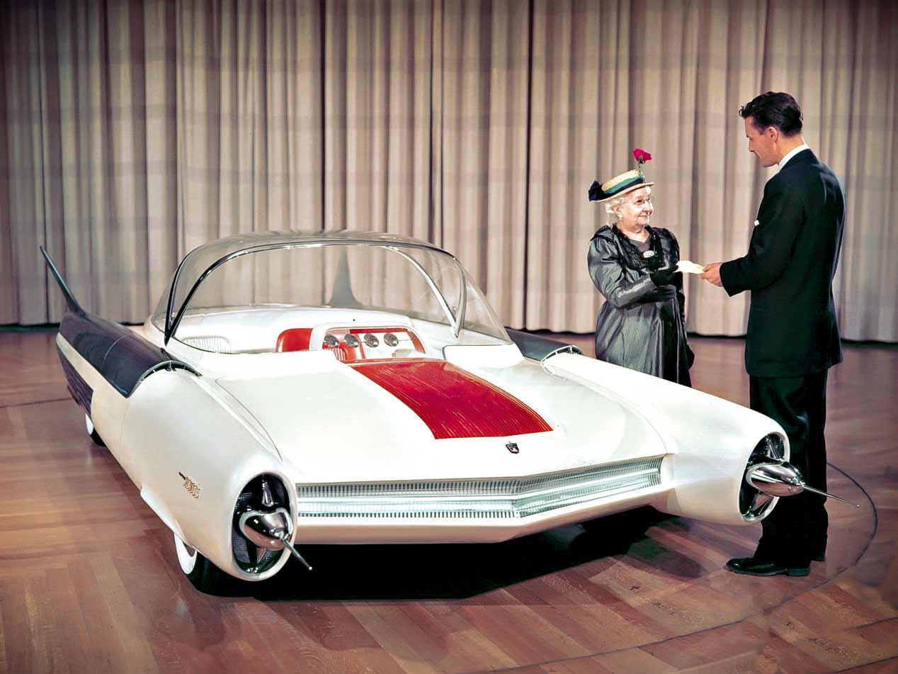 """Los coches """"cohete"""" del pasado que pensaban en el futuro"""