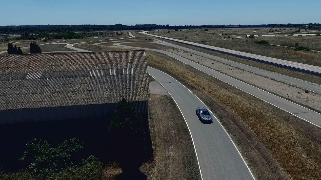 El BMW i8 Roadster se deja ver por carreteras francesas
