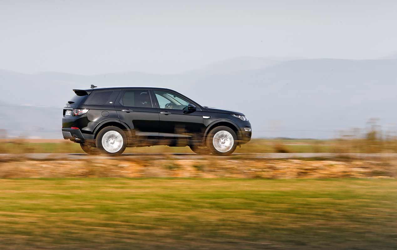 Land Rover Discovery contra la campeona de mushing