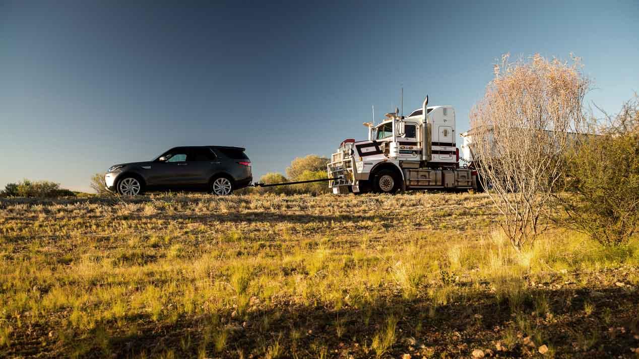 El Land Rover Discovery puede con un camión de 110 toneladas