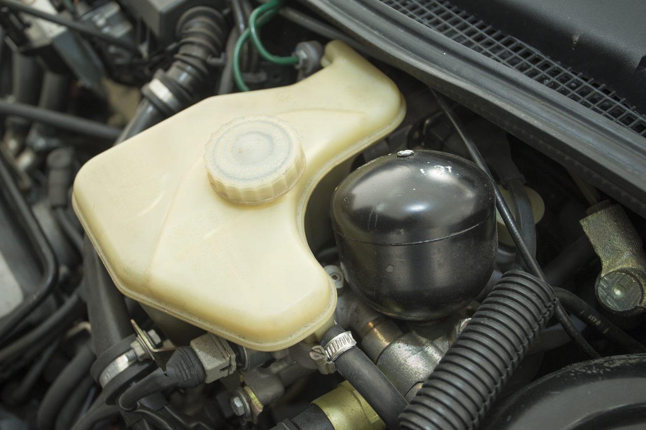 Renault 21 2L Turbo: historia y fotos de una berlina mítica