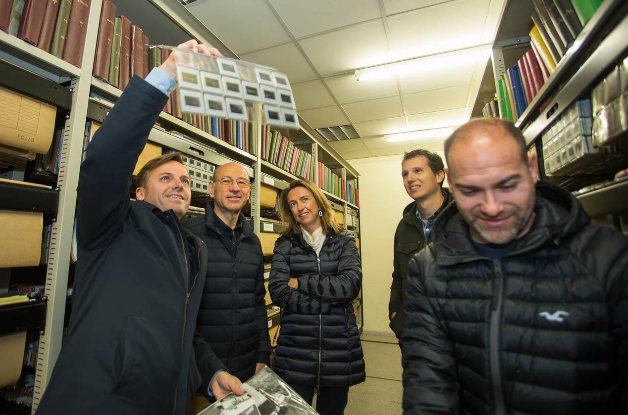 El presidente de la RFEDA, Manuel Aviñó, visita la redacción de AUTOPISTA