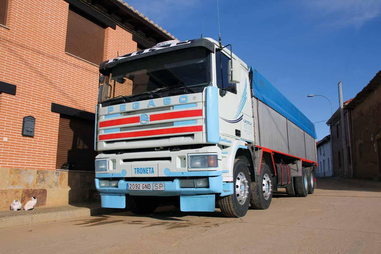 """A prueba el camión Pegaso Troner 1440.38 TS """"cuatro patas"""""""