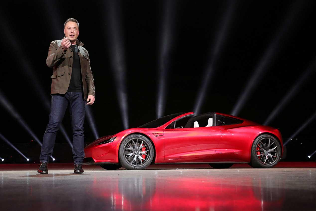 Sí, hay un Tesla Roadster viajando por el espacio
