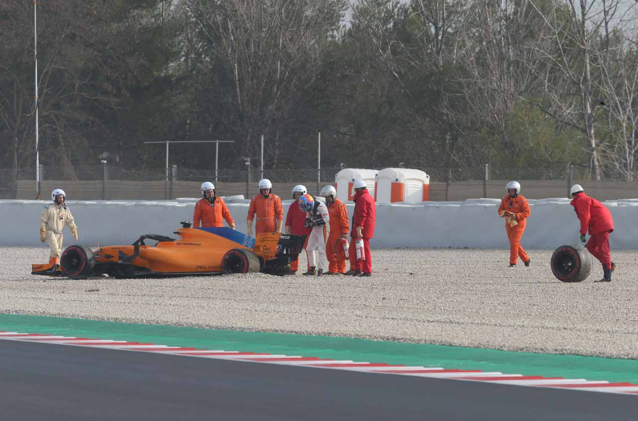 Accidente de Alonso en su estreno con McLaren-Renault