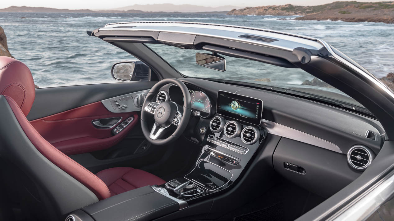 Mercedes C Cabrio y Coupé, tecnología y deportividad para los herederos del CLK