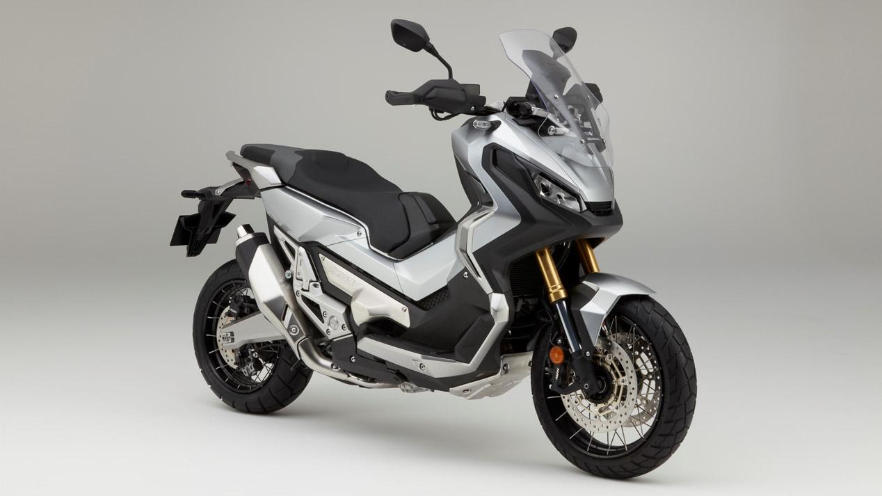 Las motos también recibirán las etiquetas de la DGT