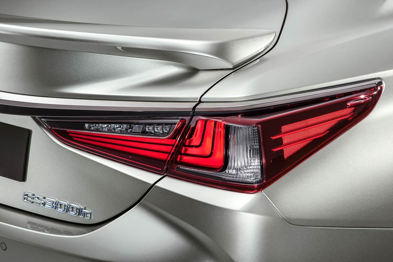 Llega a Europa la nueva generación de la berlina Lexus ES