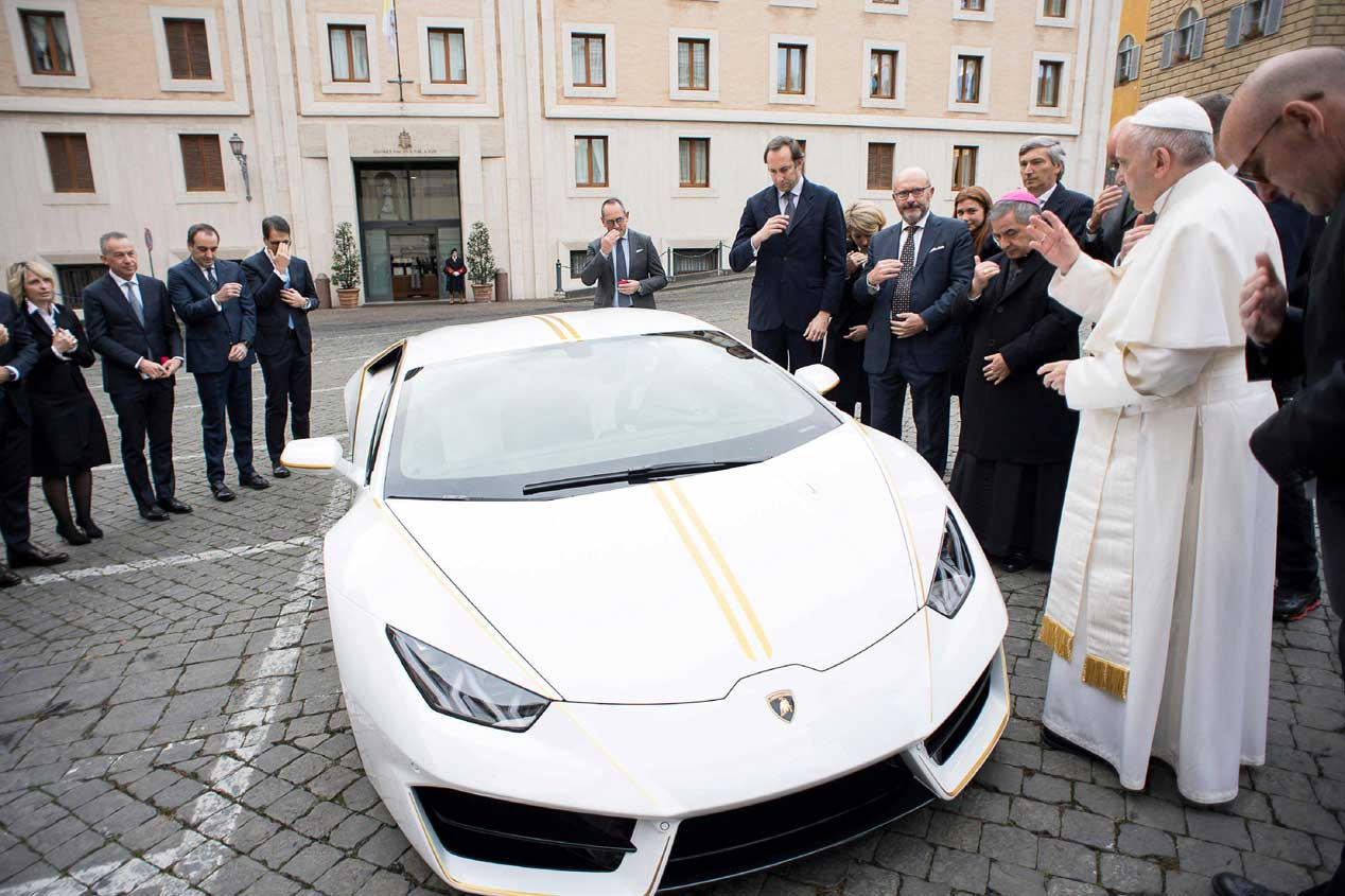 El Lamborghini papamóvil, a subasta