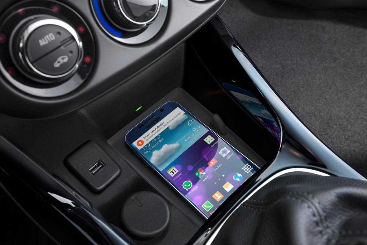 Cómo utilizar tu móvil en el coche evitando problemas