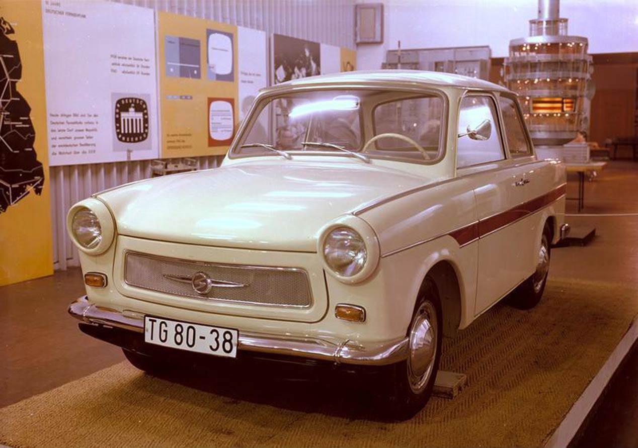La nueva limusina de Putin y otros coches del pasado soviético