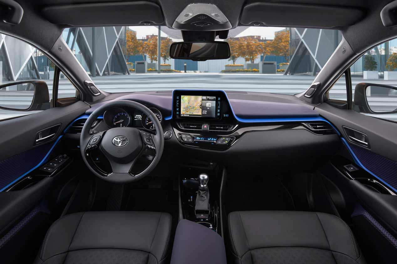 Toyota C-HR 2019: interior