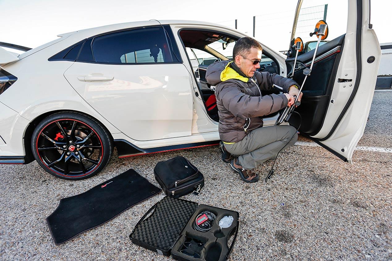 Coche contra moto: Honda Civic Type R frente a Honda CBR 1000 RR SP