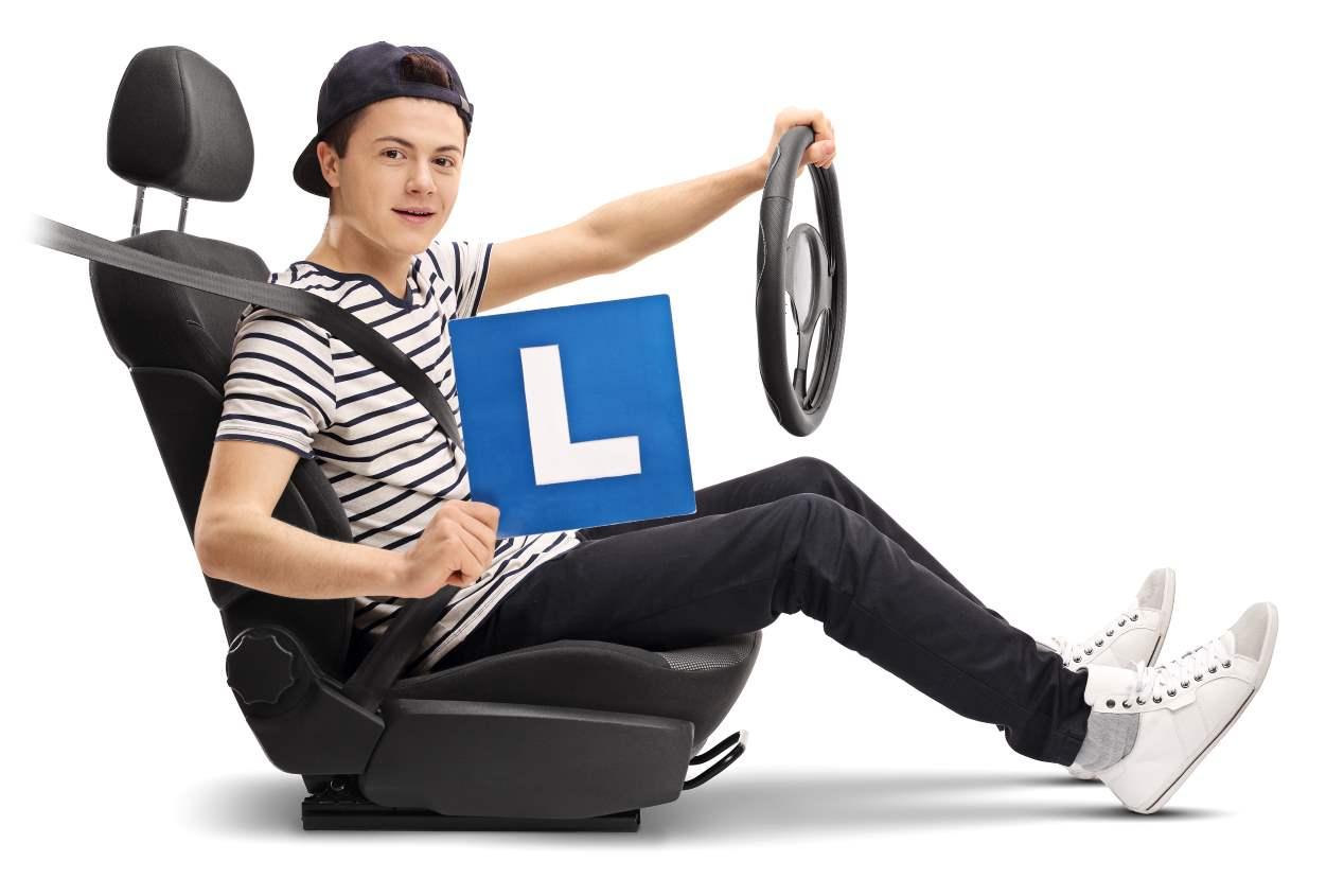Lo que cuesta sacarse el carné de conducir: todo lo que tienes que saber