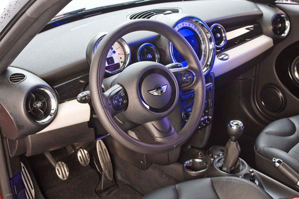 Hyundai Veloster 1.6 GDi Sport S DCT/ Mini Coupé Cooper S