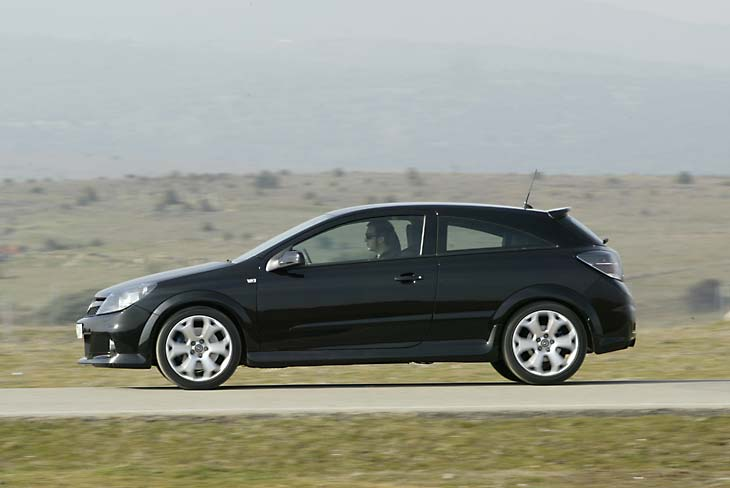 Opel Astra OPC 2