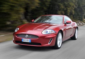 Jaguar XK V8 Coupe y Convertible