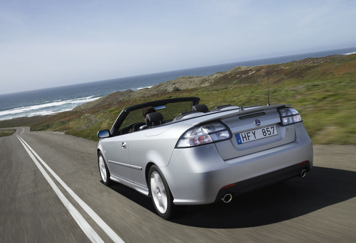 La versión cabrio cuenta con un número menor de motores entre los que elegir.