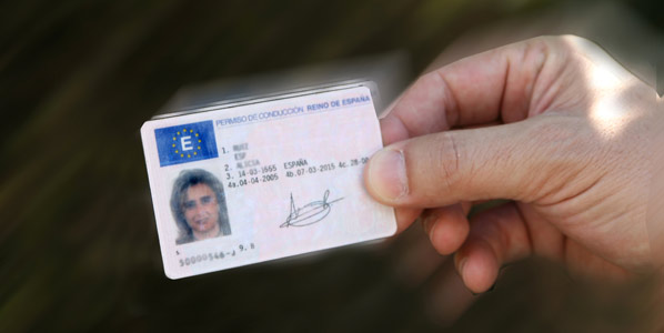 ¿Puedes conducir con tu carné en el extranjero?