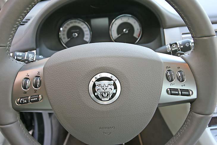 Jaguar XF SV8 detalles