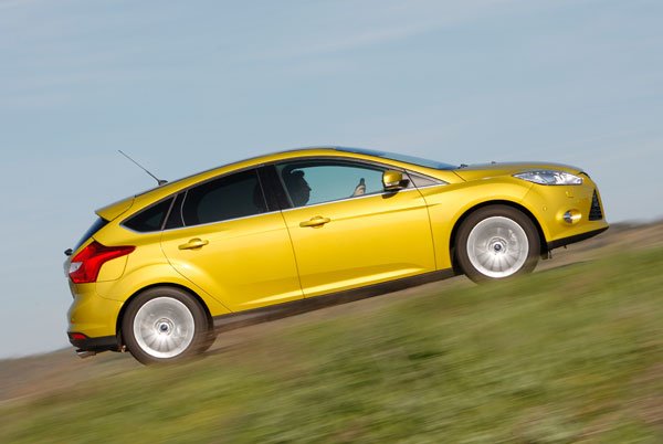 Ford Focus 1.6 Ecoboost vs VW Golf 1.4 TSi