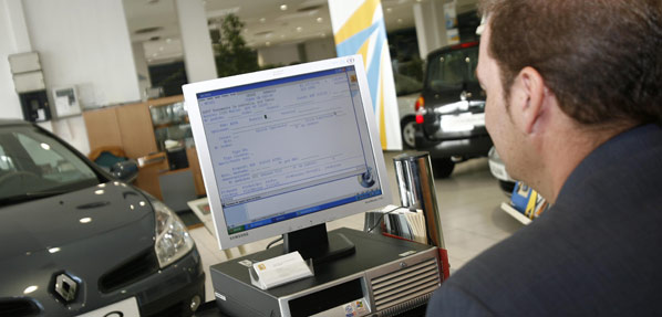 Las ventas de coches descienden un 13%