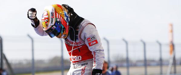 Hamilton gana en Austin y da vida a Alonso